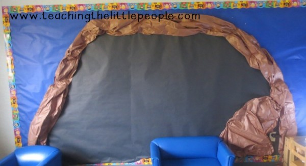 How to Make a Bear Cave in Preschool by www.teachingthelittlepeople.com
